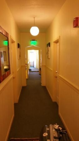 San Anselmo Inn: hallway