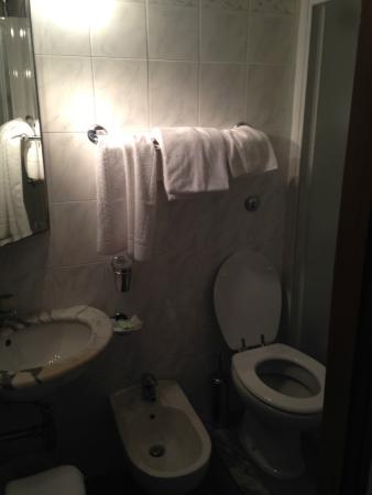 Hotel Jane : Bagno camera matrimoniale