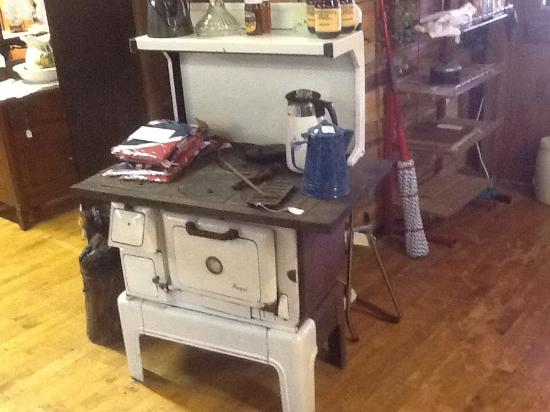 Walland, TN: Really neat old stove