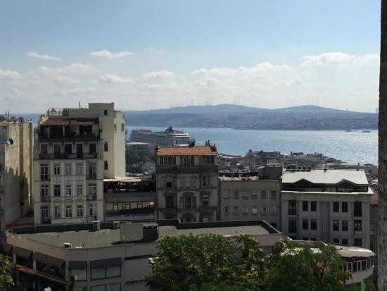 Anemon Galata: Vistas del Bósforo desde la cafetería/terraza del hotel