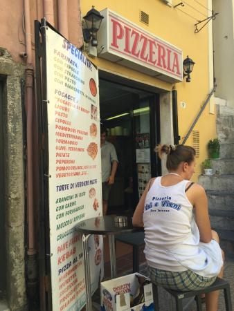 """Pizzeria """"Vai & Vieni"""""""