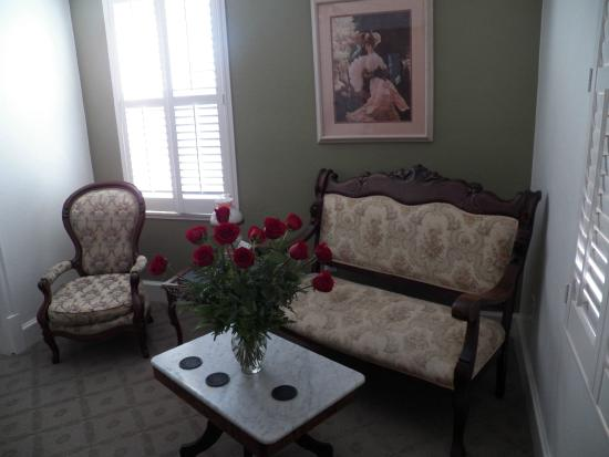 Jamestown, Kalifornien: Our room... wife's roses!