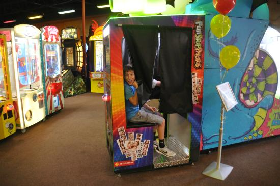 Arcade - Picture of Adventure Quest Laser Tag, Harahan