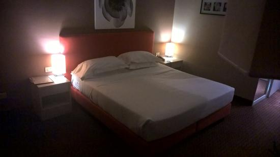 letto king size - Photo de Best Western Hotel Blaise & Francis ...