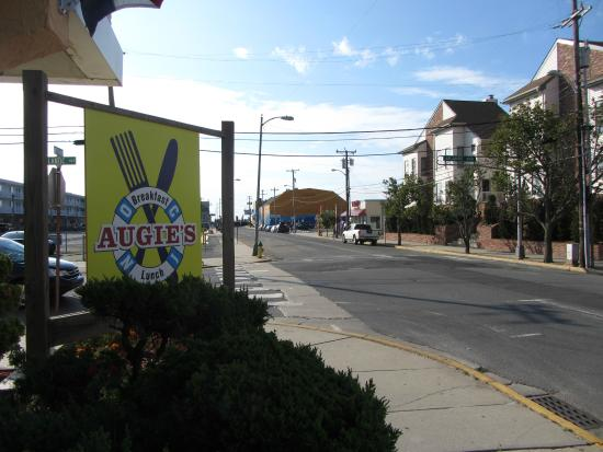 Augie's Omelette & Waffle: half a block from beach and boardwalk
