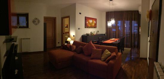 Appartamento Domusi Fiera di Roma: Soggiorno con divanoletto ...