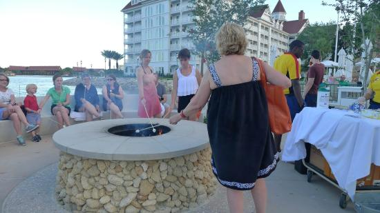 Disney's Grand Floridian Resort & Spa: Smores at the Beach at the hotel