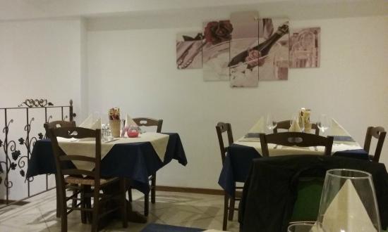 Bar Ristorante Pizzeria il Bucaneve: Interno del locale