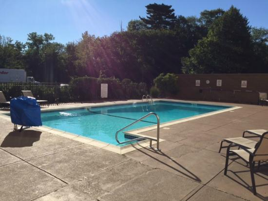 Red Roof Inn: The pool area