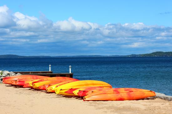 Clinch Park: Kayaks at the beach