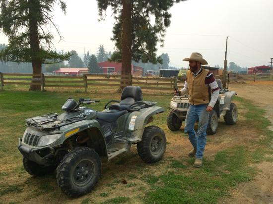 Three Bars Guest Ranch: Afternoon Iron Horse Ride