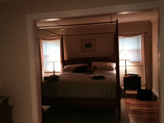 Arcady Vineyard Bed & Breakfast: Gallatin Room