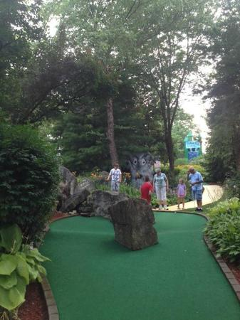 adventure mini golf- Wizard of Oz themed with the Emerald City in ...