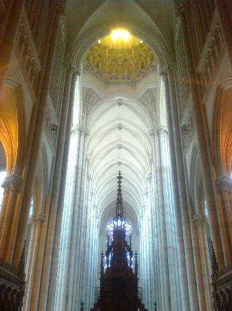 Catedral de la Plata: Un costad en en interior.