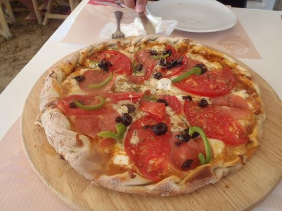 La Plaza: Greek pizza