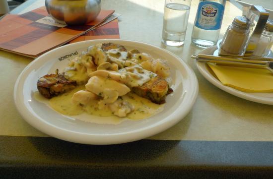 Restaurant Borowski: Chicken in sauce