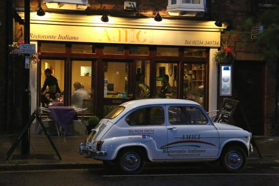 Amici: our classic fiat 600 having rest