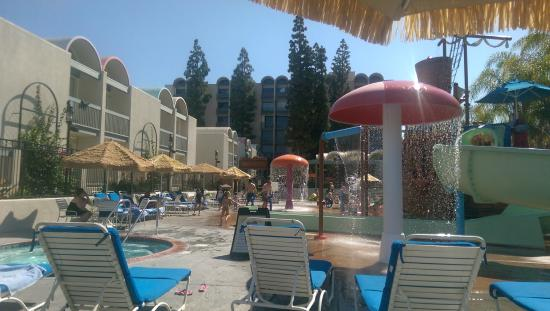 water park picture of howard johnson anaheim hotel and. Black Bedroom Furniture Sets. Home Design Ideas
