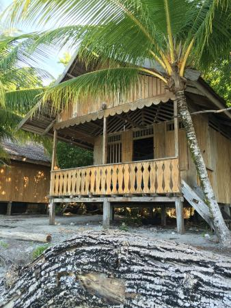 Poya Lisa Cottages: beachside bungalow