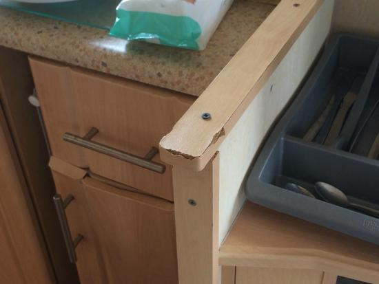 Coopers Beach Holiday Park: Worktop trim