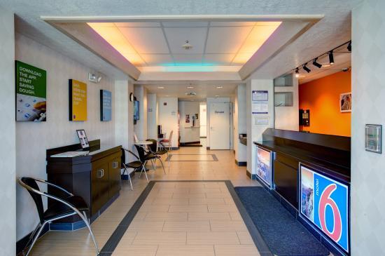 Motel 6 Cedar City: Hotel Lobby