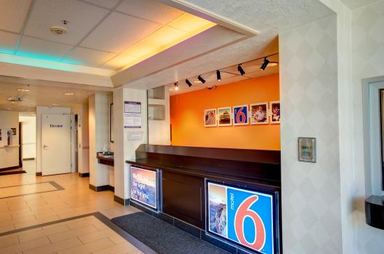 Motel 6 Cedar City: Front Desk
