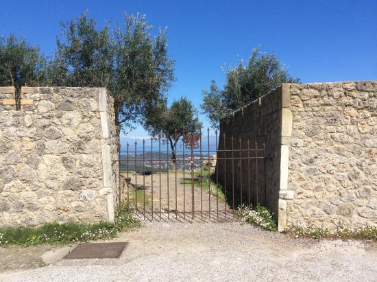 Un cancello da aprire per un panorama mozzafiato - Picture ...