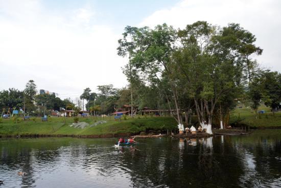 Parque La Pradera: panorámica del lago