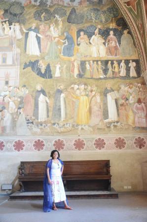 Church of Santa Maria Novella: Afresco. Roupão roxo dado para tampar os braços.