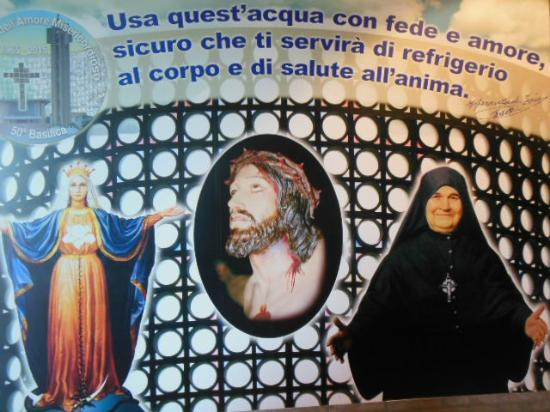 Collevalenza, Italia: L'ingresso alla cripta
