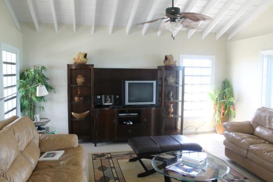 Atlantic Ocean Beach Villas: Living Room of Ocean Vista