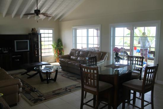 Atlantic Ocean Beach Villas: Living Room/Dining Room looking out to the Patio