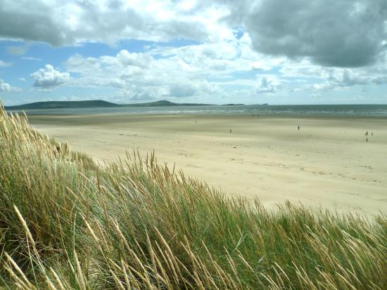 Pembrey, UK: Stunning view across to the Gower Penninsula