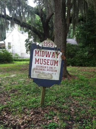 Midway Historic District: Outside the Midway Museum