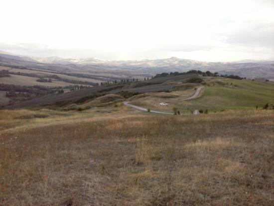 Agriturismo Lucciola Bella: Paesaggio nei pressi dell'agriturismo Lucciolabella