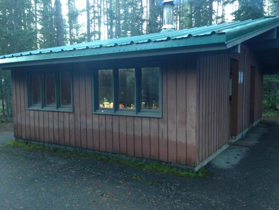 Lake Louise Campground: shelter