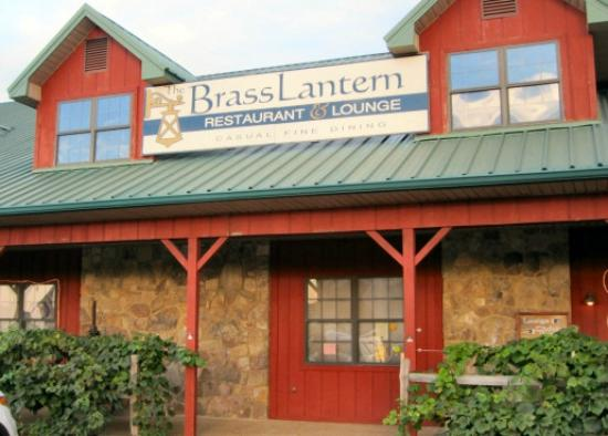 The Brass Lantern Restaurant and Lounge: Entrance