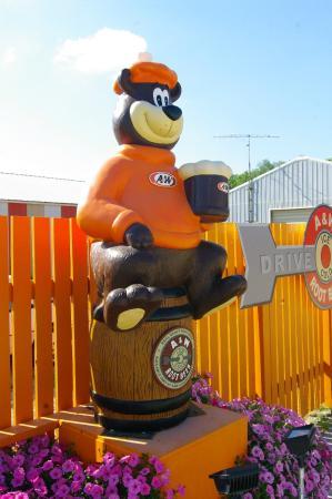 Emmetsburg, Айова: A & W Bear Rt 18