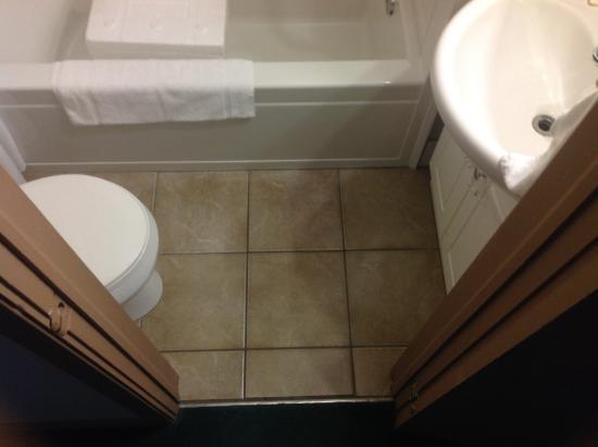 Haven Inn: Tiny bathroom