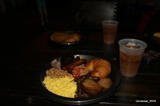 The Wizarding World of Harry Potter: Breakfast at Leaky C