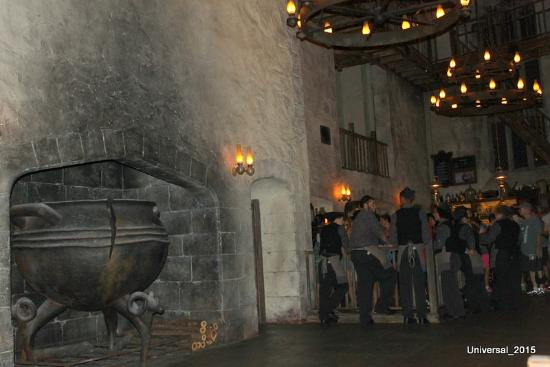The Wizarding World of Harry Potter: Leaky Cauldron