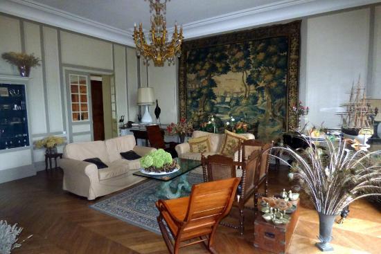 Chateau de la Villaine: Sitting room different angle
