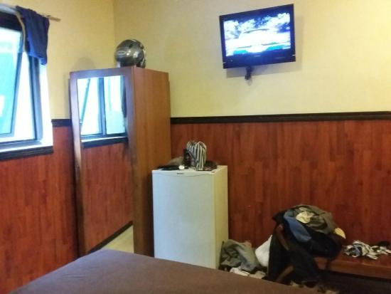 Guest House Matahari: TV Channel, kulkas dan wardrobe 211