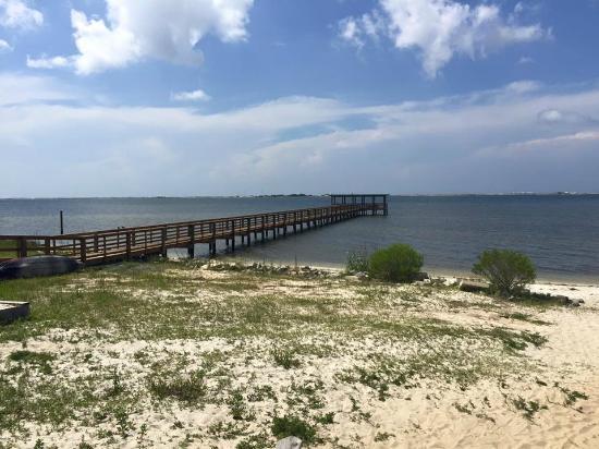 Emerald Beach RV Park: Pier access