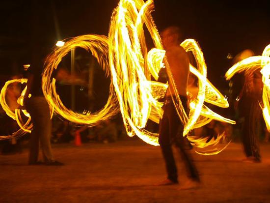Aussie Resort Burleigh Heads: Fire Dancing in Burleigh
