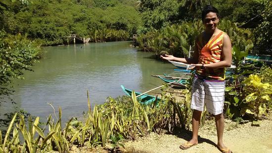 Aloguinsan, Filippinene: At the river bank