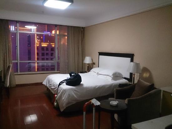 Double-Dove Peace International Hotel: Habitacion