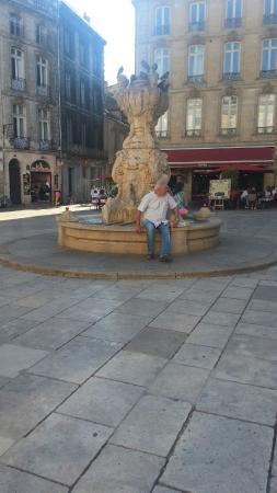Le Bistrot d'Edouard : Fuente Place du Parlement