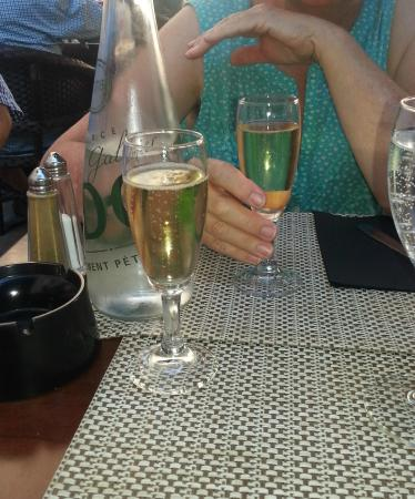Le Bistrot d'Edouard : Dos copitas de champagne
