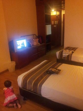 Emperor Hotel Malacca: room very wide